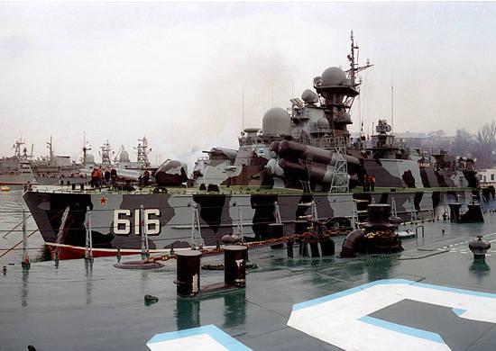 """Karadeniz Filosunun füze hovercraft """"Bora"""" Sevastopol'dan Türkiye limanına geçişe başladı"""