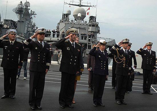 프랑스 해군 군함이 블라디보스토크 항에 도착했다.