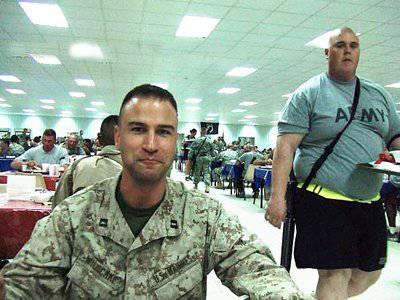 सभी अमेरिकी सैन्य कर्मियों में से आधे से अधिक अधिक वजन और एक तिहाई दुरुपयोग शराब से पीड़ित हैं