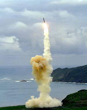Des officiers de l'US Air Force chargés de lancer des missiles balistiques intercontinentaux suspendus pour préparation au combat médiocre