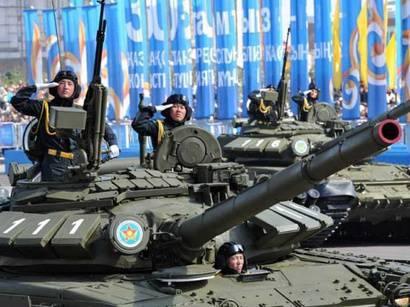在哈萨克斯坦的战斗游行
