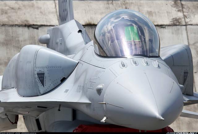 Contrato para la entrega de otro 18 al avión F-16 Block 52 a Irak