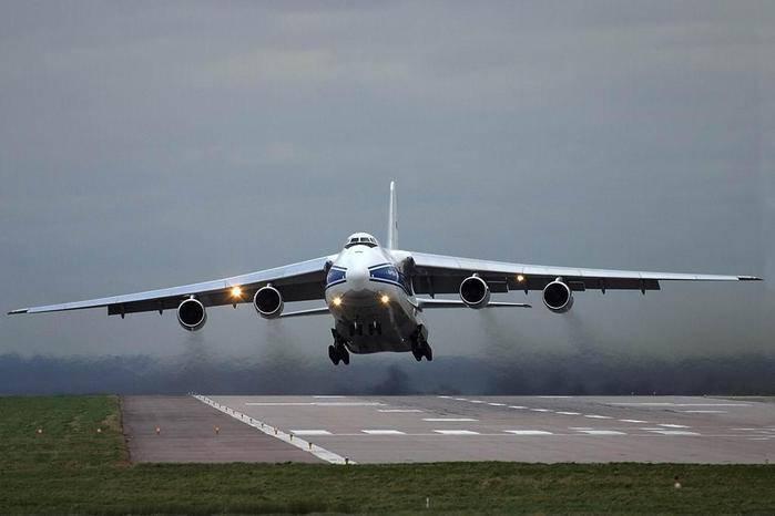 """An-124 """"Ruslan"""" filminde Petr Butovski"""