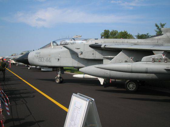 Alenia Aermacchi handed over to the Italian Air Force the first modernized Tornado ECR aircraft