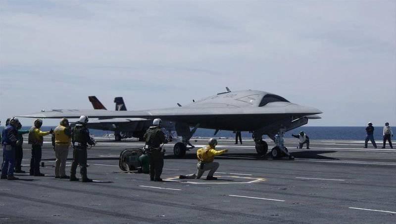 El dron estadounidense Shock X-47B primero despegó de un portaaviones