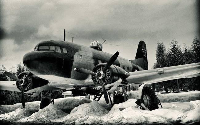 Военно-транспортный самолет Ли-2