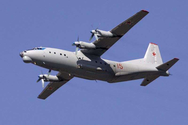 Ан-12 - Военно-транспортный самолет.