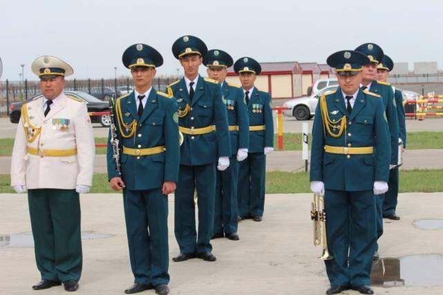 """Die inneren Truppen des Innenministeriums der Republik Kasachstan verfügen über ein eigenes """"Luft-Jeep-Geländewagen"""""""