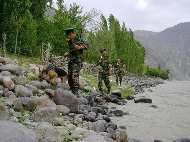 Mit 12-Grenze an der tadschikisch-afghanischen Grenze
