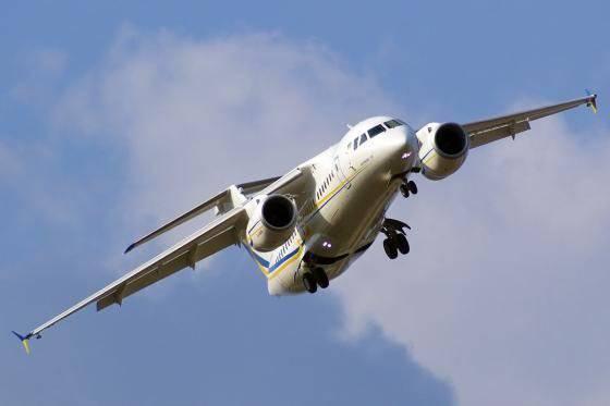 SE Antonov en Le Bourget 2013 mostrará An-158 regional y transportará An-70