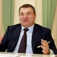 Ex-Minister Serdyukov als Berater von Chubais in Rosnano entdeckt
