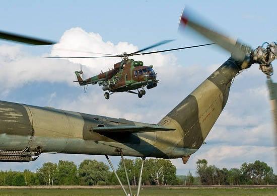 Sobre o pessoal militar 200 e as unidades 20 de equipamentos especiais do Distrito Militar Central atraídos para a desminagem do aterro perto de Samara