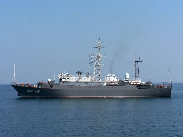 No muy lejos de Israel, la nave de inteligencia electrónica de la Armada rusa corre