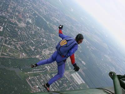 El campeonato de las Fuerzas Armadas en paracaidismo se celebra en Tula.