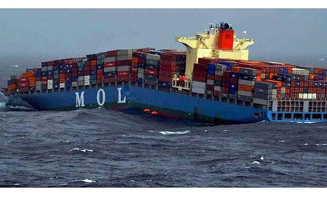 装有叙利亚反叛分子武器的集装箱船突破了一半并沉没