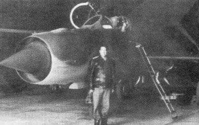 동료 - 이집트 중령 아민 (Miin-21). 조종사 2200의 출발과 부상당한 항공기에서의 두 번 발사로 인해