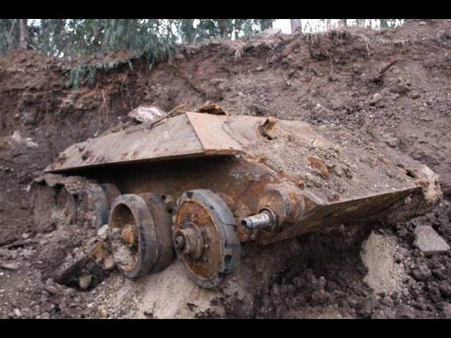 在施工期间,霍隆发现了一个埋藏的苏联坦克T-34