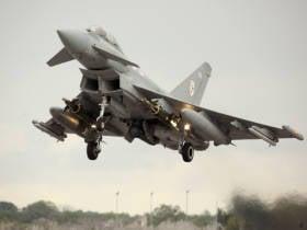 """在英国,证实了使用制导炸弹""""Paveyu IV""""与战斗机""""Typhoon""""的可能性"""