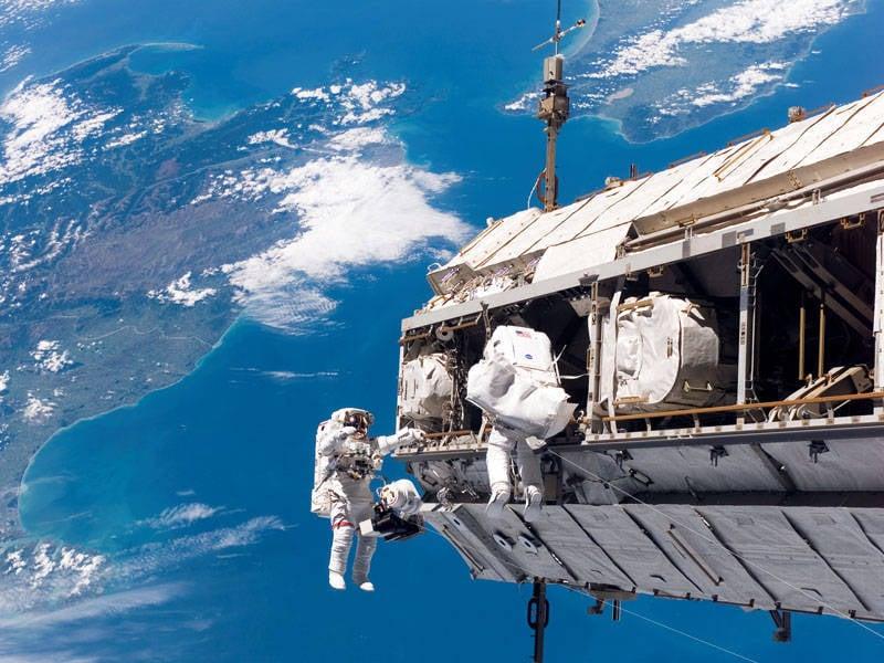 No futuro, a ISS pode se tornar uma base de reparo e reabastecimento de espaçonaves.
