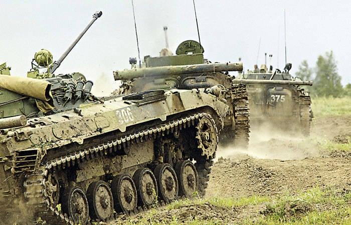 Zırh yüzünden bak. BMP-3 dinlenmek için çok erken