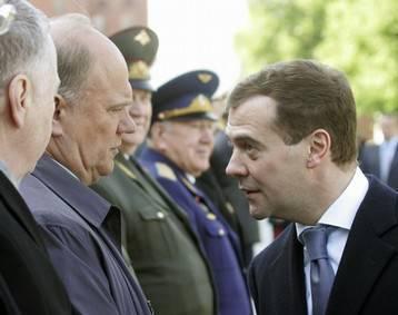 """Los comunistas quieren """"fusionar"""" el gobierno de Medvedev"""