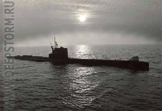 潜水艦を描く潜水艦