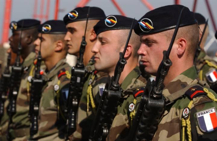 Il Ministero della Difesa francese ha deciso di ridurre l'esercito di 34 migliaia di persone