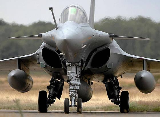 印度和法国国防部长讨论了签订Rafale战斗机供应合同的前景