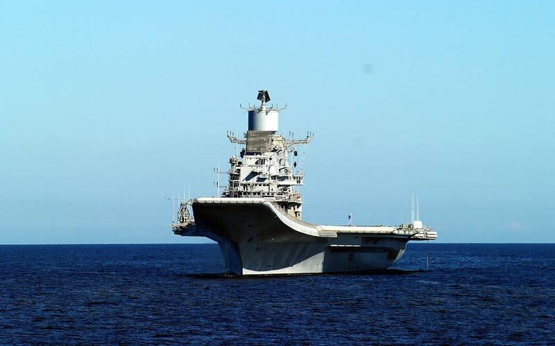 """航空母舰""""Vikramaditya""""成功完成了在白海的海上试航"""