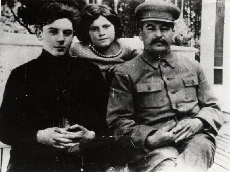 России нужен новый Сталин! - Страница 20 1374047638_01