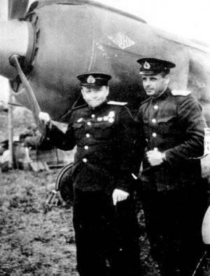 Leonid Belousov (izquierda). Año 1944
