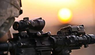 Colmillos de la OTAN colmillos en las montañas de Afganistán