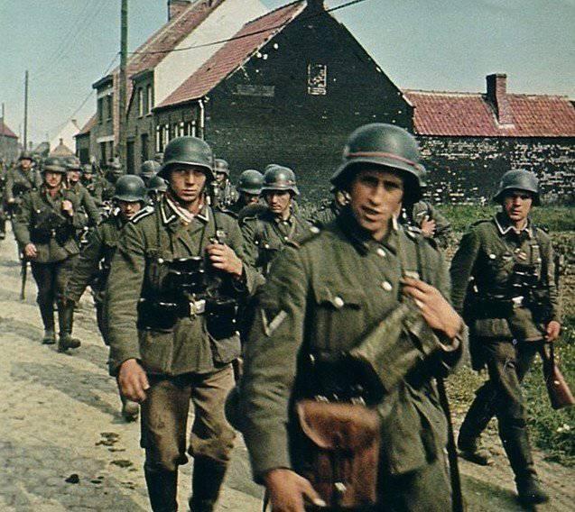 """I sostenitori della Divisione SS """"Galizia"""" si stanno già preparando per attraversare il Dnepr"""
