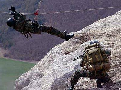 Motorized riflemen of the Southern Military District master the skills of mountaineering