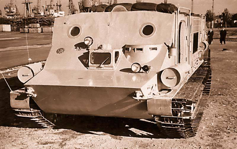 """""""Penguin"""" reached the Pole of inaccessibility. Unique polar all-terrain vehicle based on the BTR-50P"""