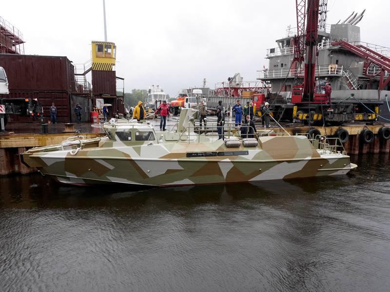 "CombatBoat 90 en russe. Bateau de patrouille ""Raptor"""