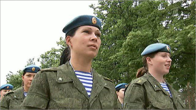 在空降部队历史上第一次,16妇女立即被任命为排长。