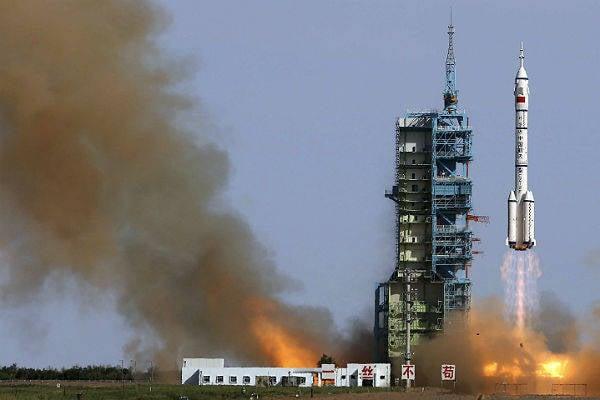 मीडिया: चीन ने उपग्रहों से लड़ने के लिए एक रोबोट बांह की कक्षा में डाल दिया