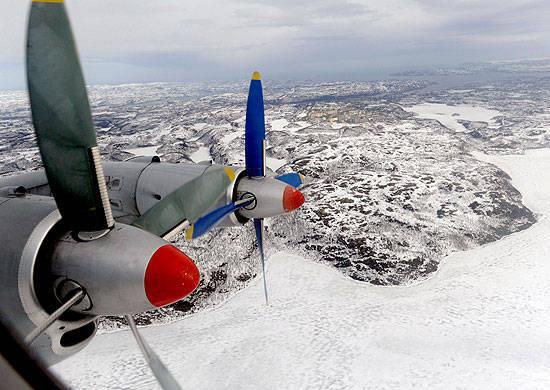 Gli aerei dell'aviazione navale della Flotta Settentrionale conducevano pattuglie nelle latitudini artiche dell'Oceano Artico