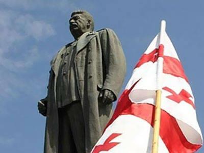 Monumento a Joseph Stalin aberto em Telavi (Geórgia)