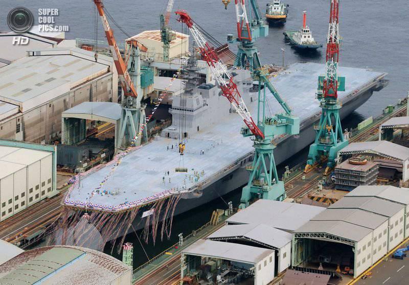 En Japón, lanzó el mayor buque de guerra desde la guerra.