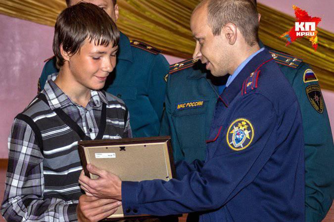 Negli Urali, i cadetti di 13 venivano premiati per aver salvato una donna e un bambino