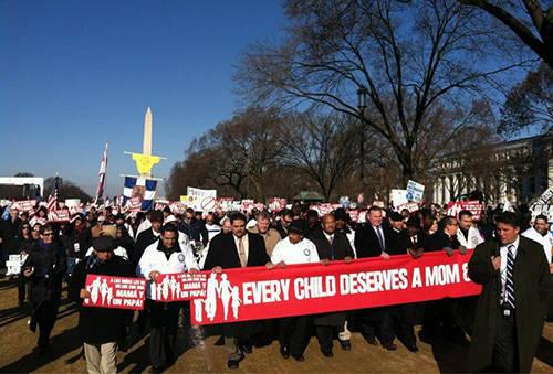 विश्व के कुलीन, नव-मार्क्सवाद और लिंग विचारधारा