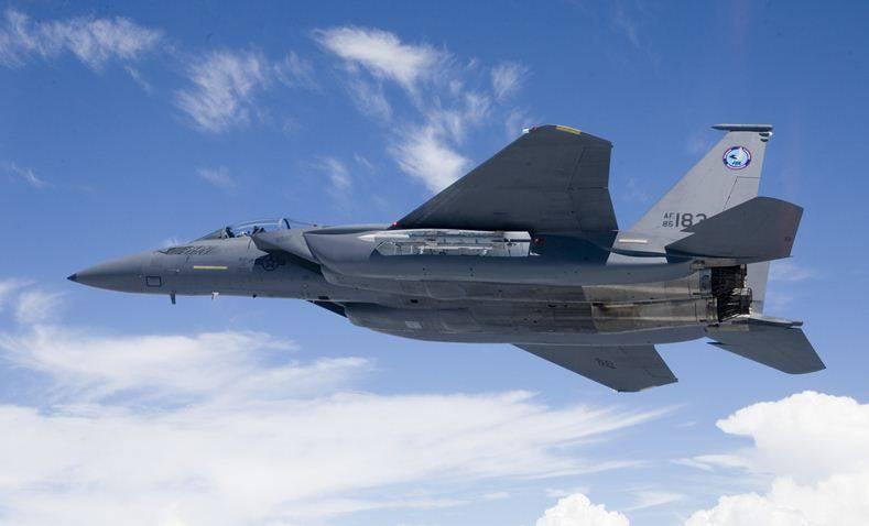 将军批评F-15