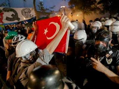Yevgeny Pozhidaev: A failed empire: who confronts whom, and why, on Turkish streets?