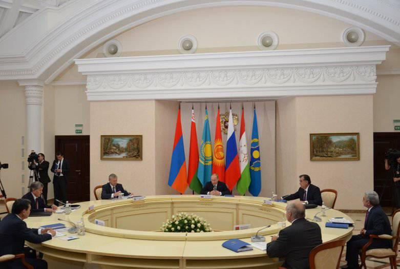 Soçi'deki CSTO zirvesi: Suriye'nin çevresi, Sarkisyan ve güney sınırlarının iddiaları