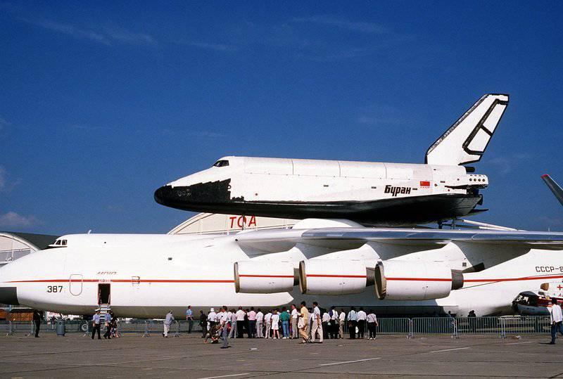 """Rogozine: la Russie peut reprendre la création de vaisseaux spatiaux tels que """"Bourane"""""""