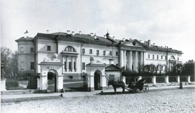 Больница имени Павла I. 250 лет назад в Москве открыт Павловский госпиталь - первая публичная больница в России