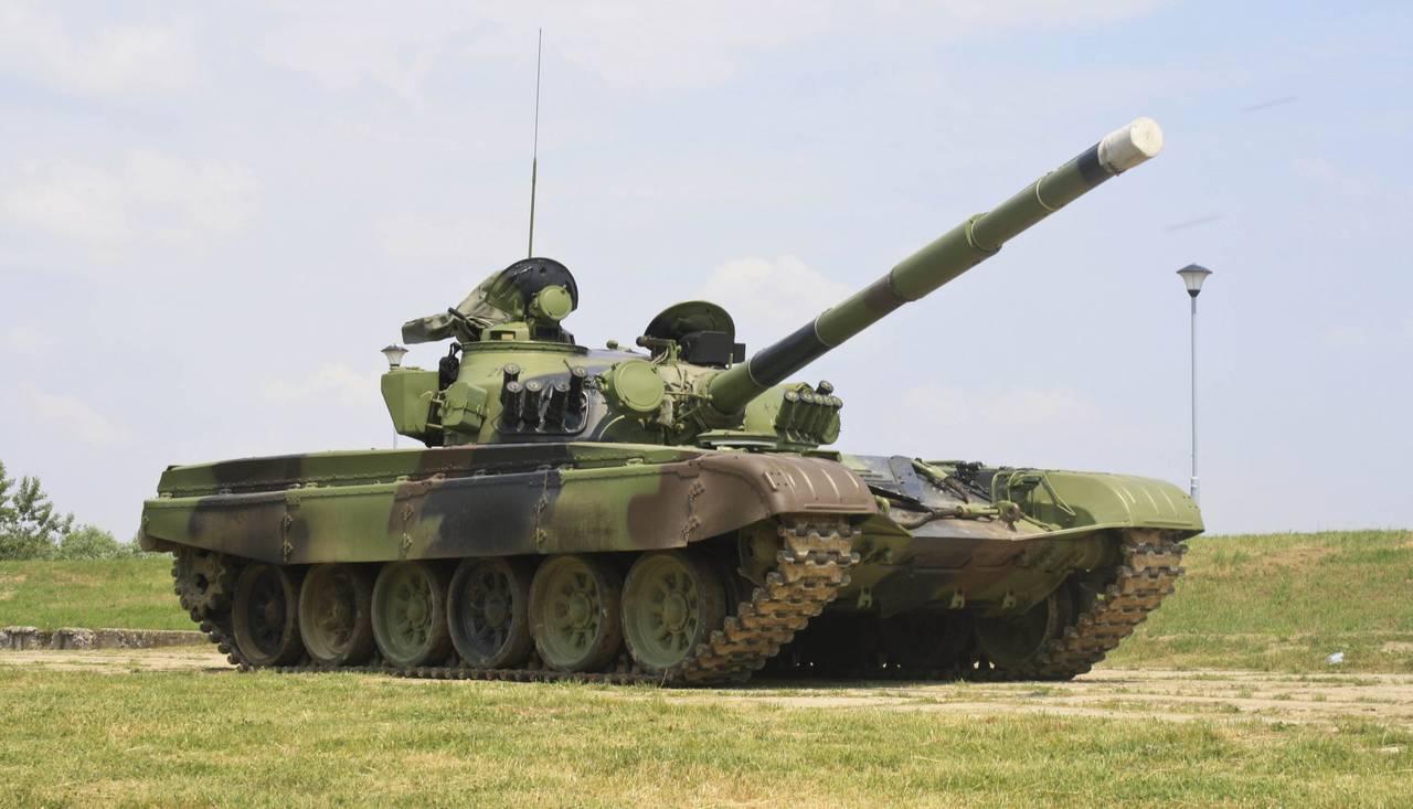 Танк Т-72 http://topwar.ru/34049-modernizaciya-t-72-balkanski-tanki-semeystva-m-84.html - Венгрия начала поставки танков Т-72  в Чехию | Военно-исторический портал Warspot.ru