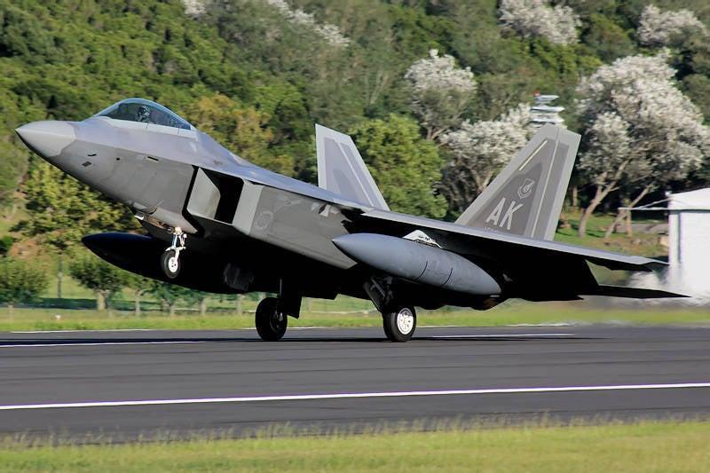 Combatientes estadounidenses del F-22 transferidos a Medio Oriente